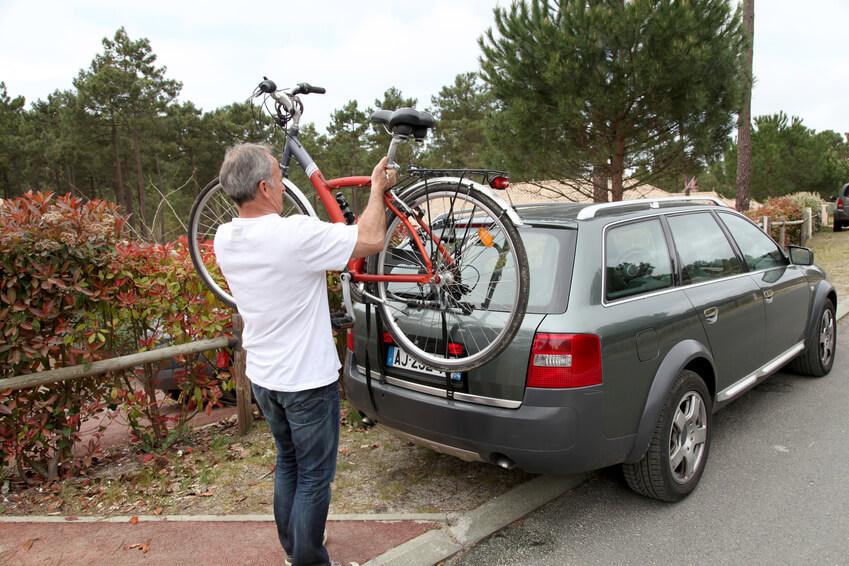 Fahrradträger als Heckklappenträger (Bild: goodluz - Fotolia.com)